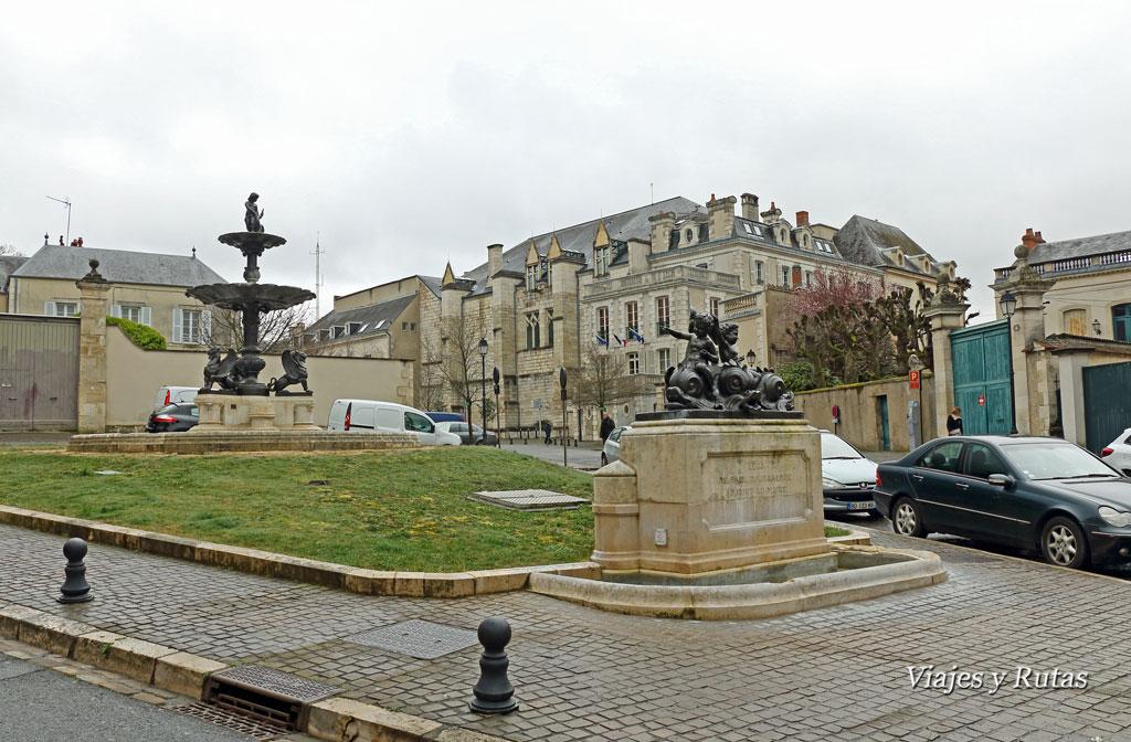Place-de-la-Precepture-Bourges