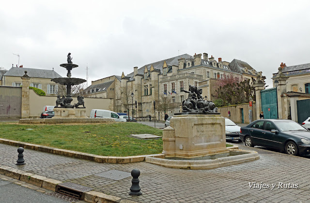 Place-de-la-Precepture-Bourges