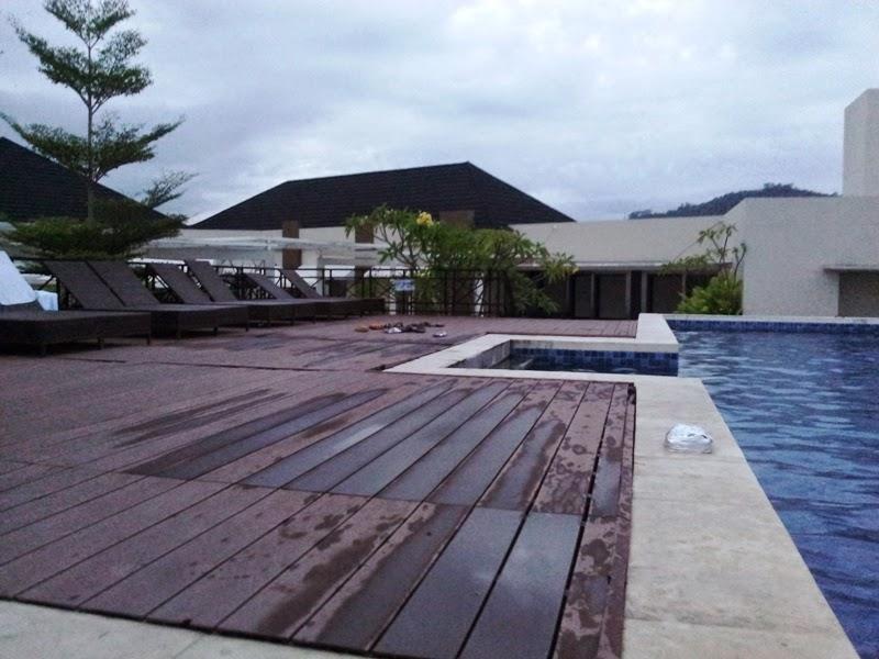 rooftop kolam renang hotel axana padang sumatra barat