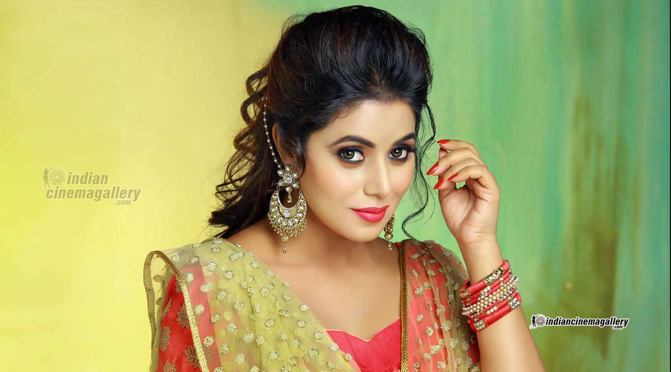 Shamna Kasim Aka Poorna Hairstyles