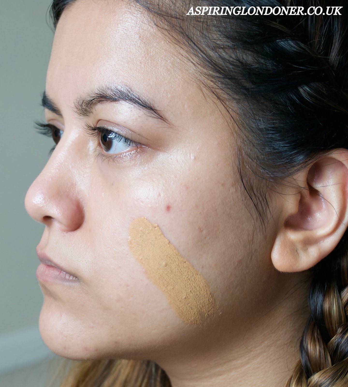 FOUNDATION SHADE MATCH BURBERRY SKIN FRESH GLOW FOUNDATION SWATCH - ASPIRING LONDONER