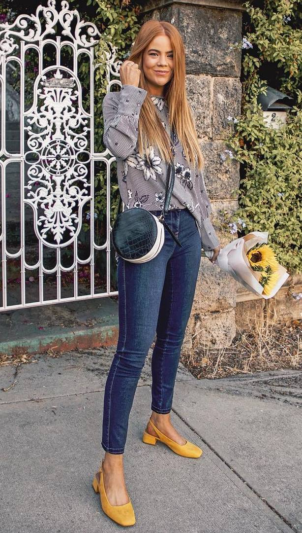 how to style a pair of skinny jeans : yellow heels + round bag + floral shirt