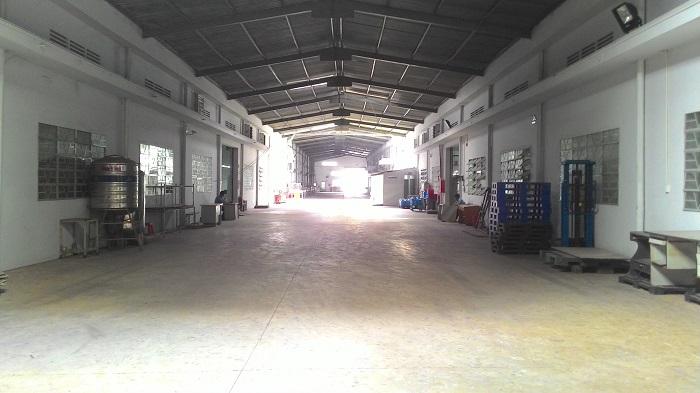 Cho thuê gấp xưởng may 7500m2 giá 300tr/tháng đường Phan Văn Hớn Q12