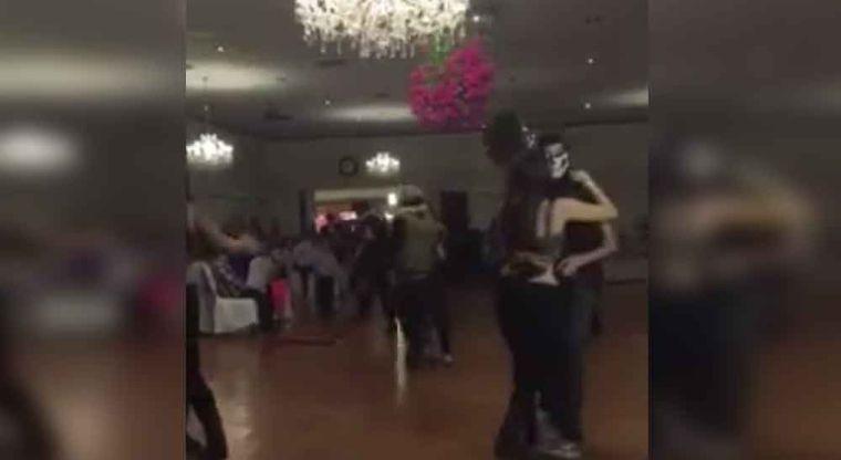 """VIDEO; Celebra sus XV años con cuernos de chivo, """"levantones"""" y narcocorridos"""