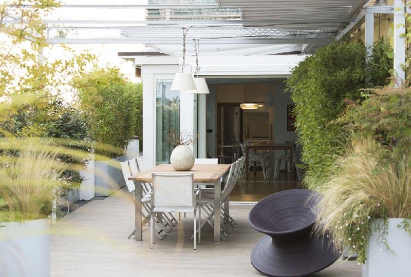 Come preparare al meglio terrazze e balconi per la for Arredo terrazzi