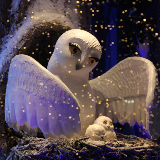 New York City's Holiday Windows 2016 | Linzer Lane Blog | Photos by Lady Lucas