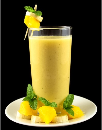 7. Anti-Ageing Banana Pineapple Smoothie