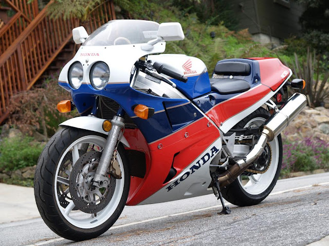 Honda RC30 Review