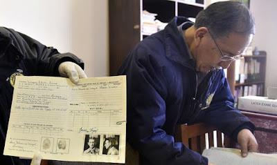 """El magnate Mauricio Hochschild tenía una historia oculta. Toneladas de documentos apilados durante décadas en una minera estatal boliviana han sacado a la luz que ayudó a huir a miles de judíos del nazismo. Ahora algunos lo consideran """"el Schindler de Bolivia""""."""