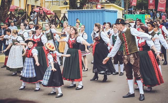 Grupo de dança folclórica alemã