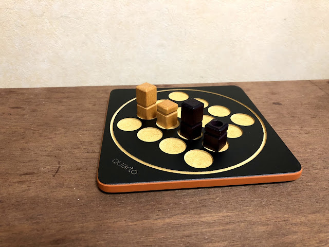 Quartominiで形が同じ4つの駒が一列に並んでいる画像