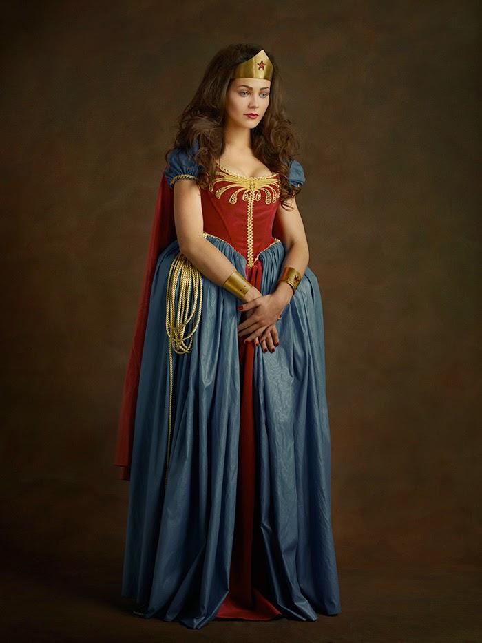 Mulher maravilha com vestido do século 16