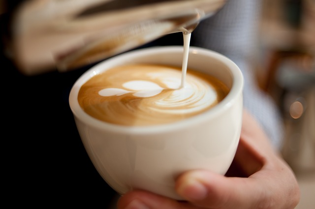 Como fazer latte arte