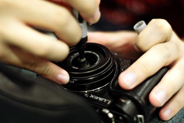 Cara Membersihkan Lensa Kamera Digital DSLR