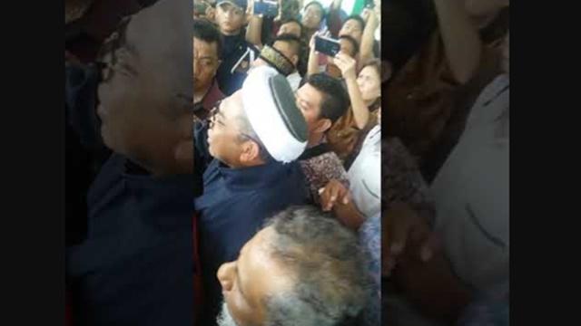 Gegara Pamer Video Jokowi, Ngabalin Diprotes dan Dievakuasi dari UINSU