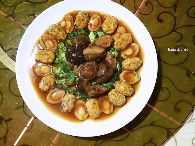 Braised Stuffed Oyster with 10 Heads Abalone and Vegetables