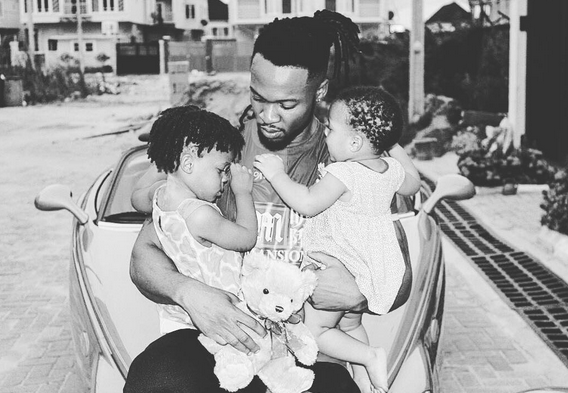 Flavour Nabania takes a picture with his daughters from Sandra Okagbue and Anna BANNER