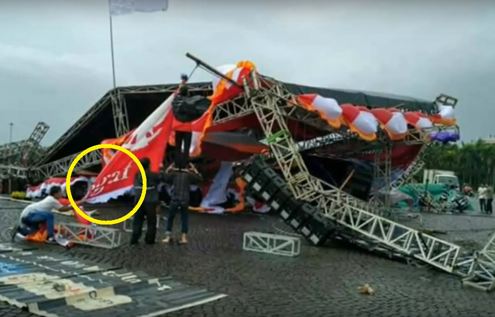 panggung reuni akbar 212 roboh? hoax