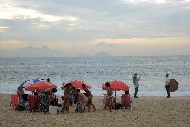 Feriado de chuva em Copacabana/Foto: Marcelo Migliaccio