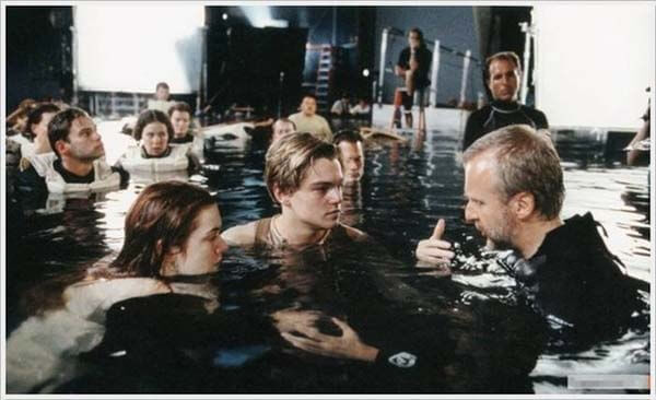 60 Iconic Behind-The-Scenes Pictures Of Actors That Underline The Difference Between Movies And Reality - It was just a pool after all.