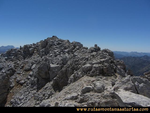 Ruta a la Torre del Friero: Arista cimera