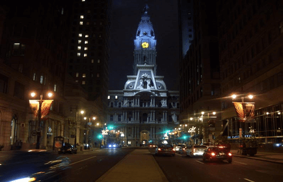 Estranhos-Philadelphia-City-Hall