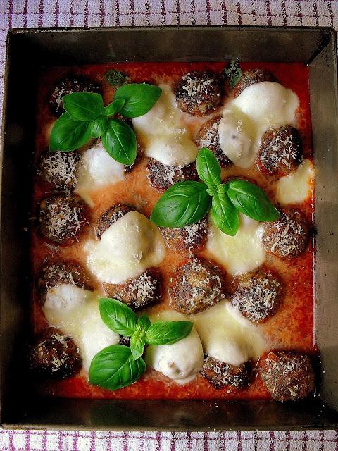 Klopsiki zapiekane z mozzarellą