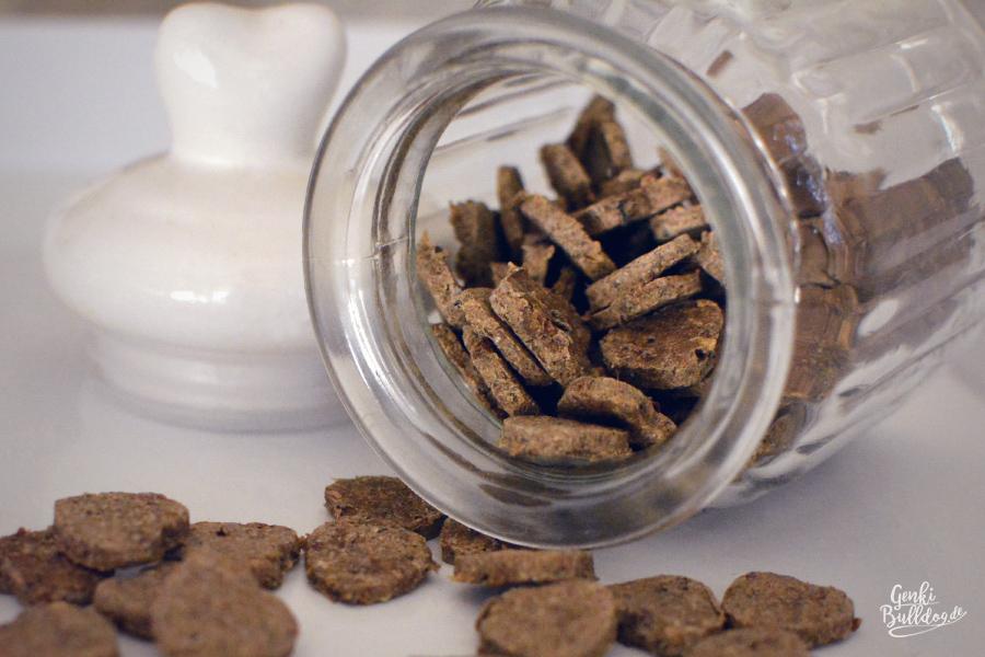 hundeblog genki bulldog rezept sprottenkekse f r hundehundeblog genki bulldog abenteuer einer. Black Bedroom Furniture Sets. Home Design Ideas