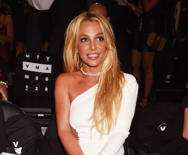 """Se filtraron grabaciones de """"Glory"""" con la voz real de Britney Spears"""