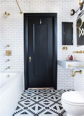 desain pintu kamarmandi minimalilis warna hitam