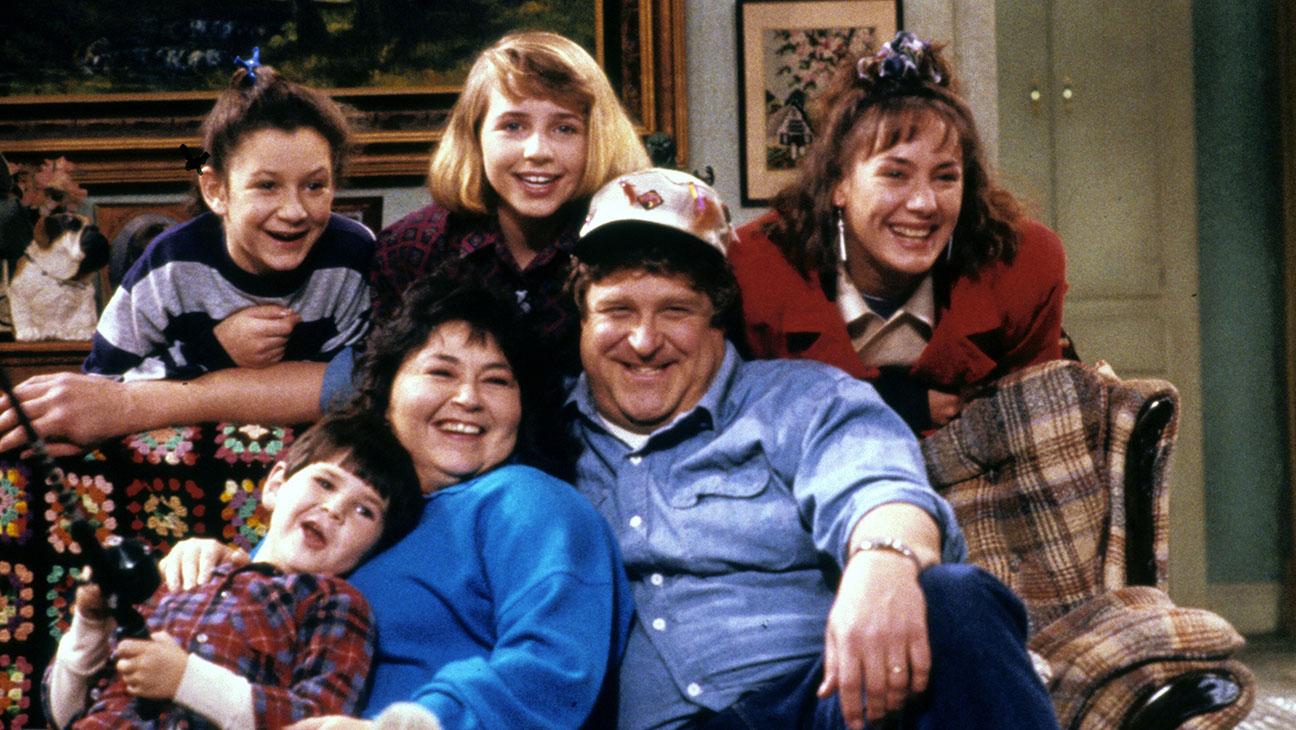 Roseanne Barr, John Goodman, Laurie Metcalf y el resto del reparto original de Roseanne.