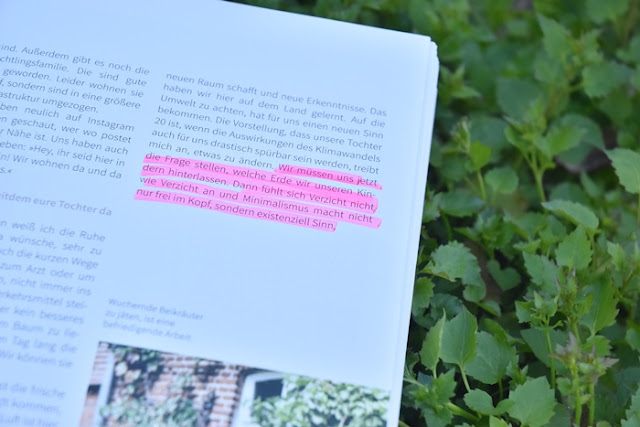 Einfach Familie leben ist der neue Minimalismus-Guide von Susanne Mireau und Milena Glimbovski. In diesem Buch werden wir erfahren, warum Minimalismus das Familienleben so viel einfacher und leichter werden lässt und das es im Grunde nicht nur um unsere Familie geht, sondern durch unser Vorleben innerhalb der Familie um die Gesamtheit. Um Nachhaltigkeit und den Erhalt unserer Erde und des Klimas.