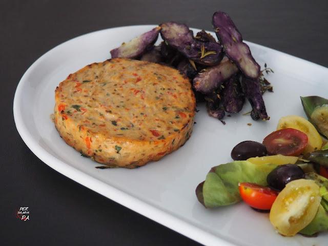 Hamburguesa de emperador con verduras, saludable y aromática.