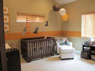 Cuarto de bebé en marrón naranja