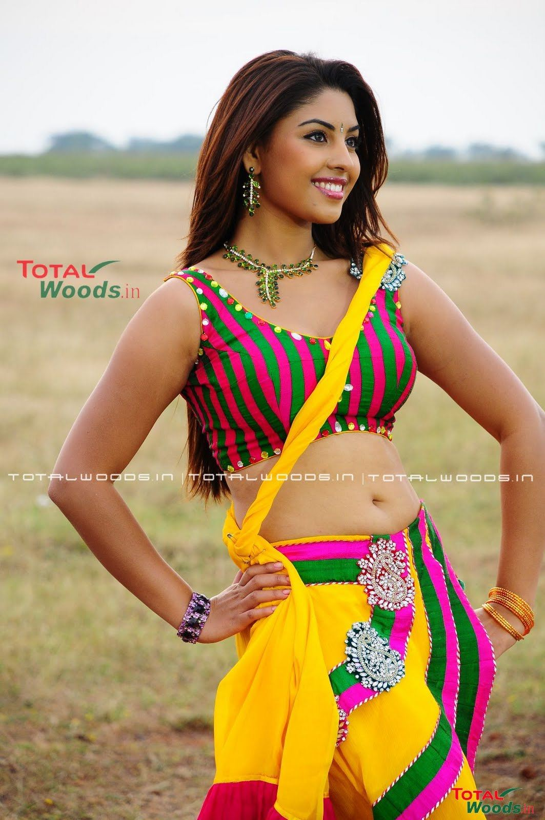 Richa Gangopadhyay Navel KOLLYWOOD MIRCHI: Rich...
