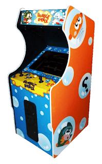 Mueble con la recreativa de Bubble Bobble, Taito, 1986 (Japón). Muestra el mueble con pantalla, dos palancas y botones para dos jugadores