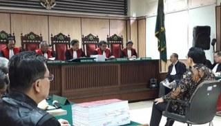Dianggap prematur sehingga materi dakwaan harus dibatalkan Jaksa Penuntut Umum (JPU) sanggah Nota keberatan tim kuasa Ahok, menurut Jaksa surat dakwaan telah sah secara hukum