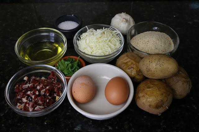Ingredientes para bolitas de patata, jamón y queso