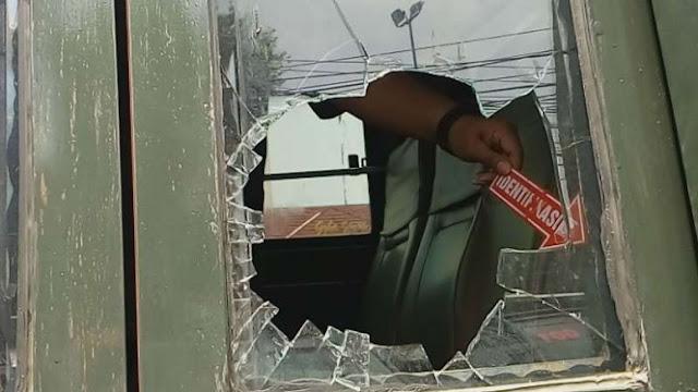 Bus Anggota TNI Bawa Bobotoh Diserang di Depok