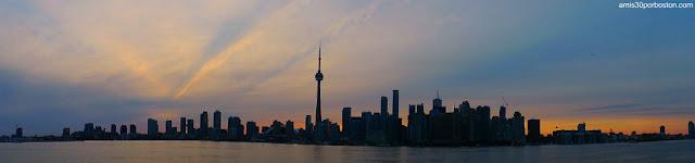 Vista Panorámica desde el Ferri al Atardecer de Toronto