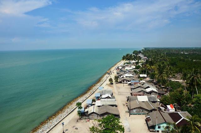 yakni sebuah Pulau yang berada di Kabupaten Bengkalis Pulau Rupat Memiliki Pantai Lapin Yang Indah