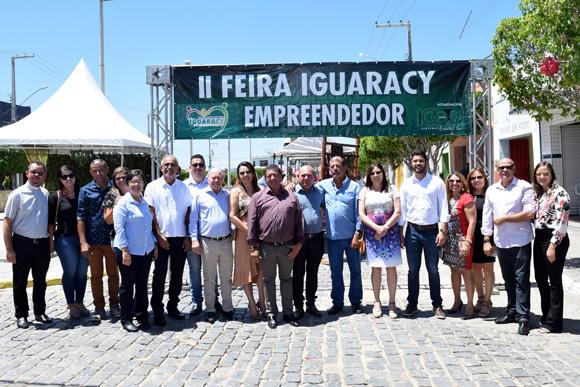 """""""Uma cidade que se preocupa com o empreendedorismo, com o desenvolvimento, é com certeza uma cidade promissora"""", disse representante do SEBRAE durante na abertura da II Feira do Empreendedor em Iguaracy."""