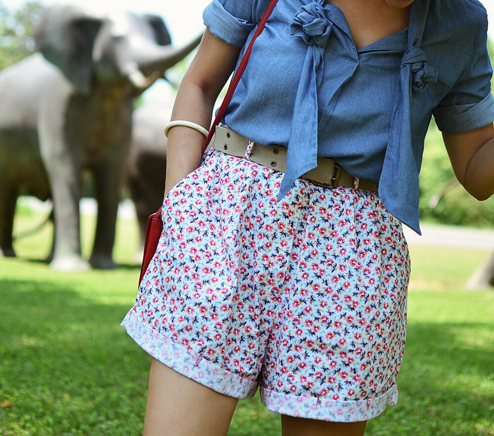 Floral shorts street style