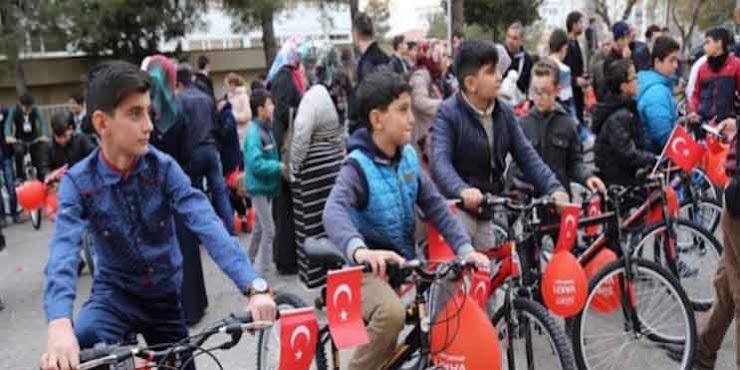 Sholat Shubuh Berjamaah Di Mesjid, Anak-Anak Turki Dihadiahi Sepeda
