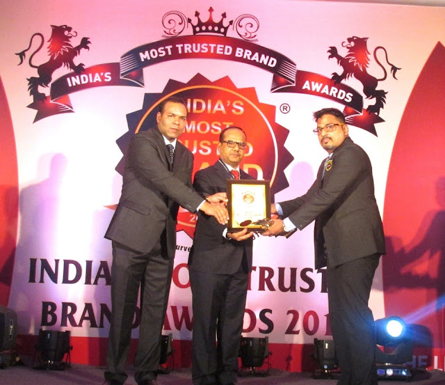 Mr. Ravi Nair, Country Head - HR, Topsgrup receiving award 2016.