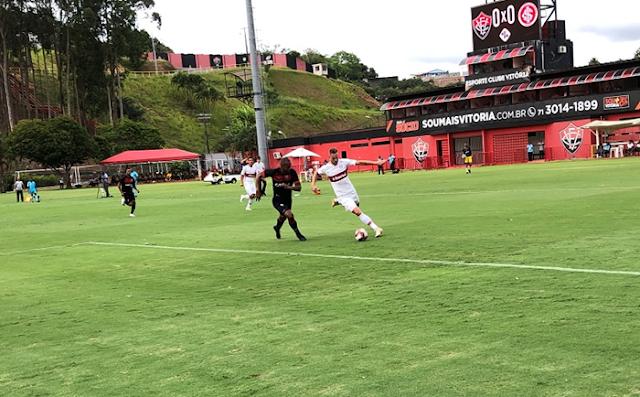 O Vitória havia ganho na ida por 2 a 1. O time gaúcho mostrando melhor futebol reverteu o resultado e vai à final da competição.