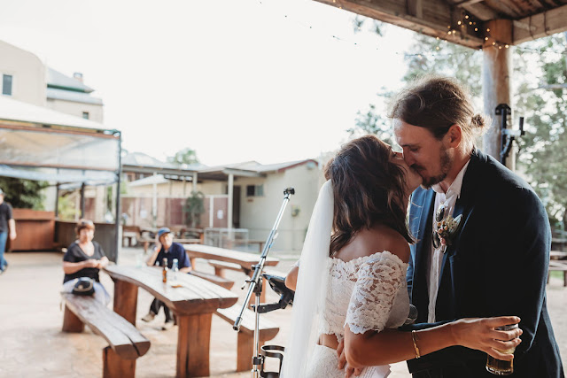 WANDERER AND THE WILD WEDDING FEATURE PHOTOGRAPHY AUSTRALIAN DESIGNER BILLINUDGEL HOTEL
