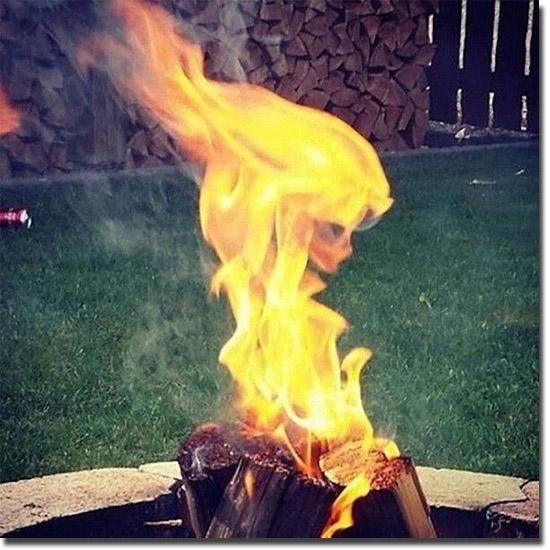 Cenas incríveis que só existiram por alguns segundos - Caveira de fogo