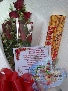 hand buket mawar dan coklat