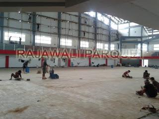 [ PROJECT ] Pemasangan Lantai kayu parket di salah satu lampang futsal surabaya
